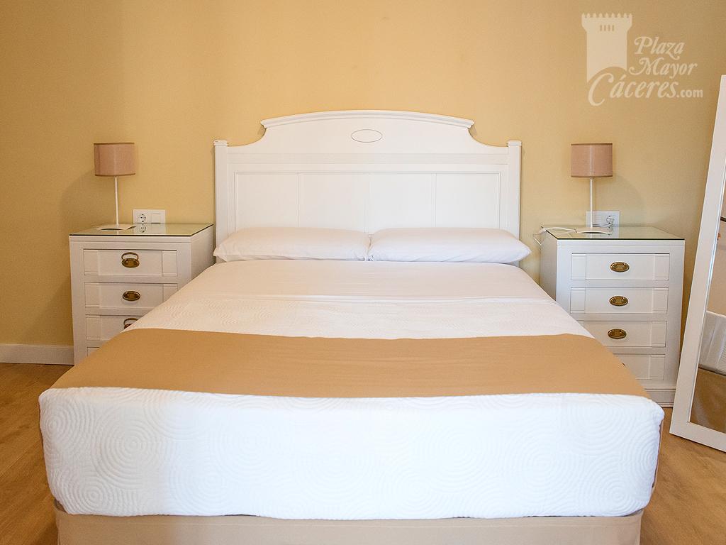 dormitorio matrimonio luminoso acceso a salon alojamiento